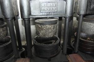 明治5年製の玉搾り機