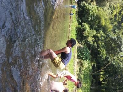 いい年こいて川遊び