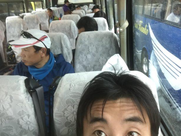 運良くバスで待機できました