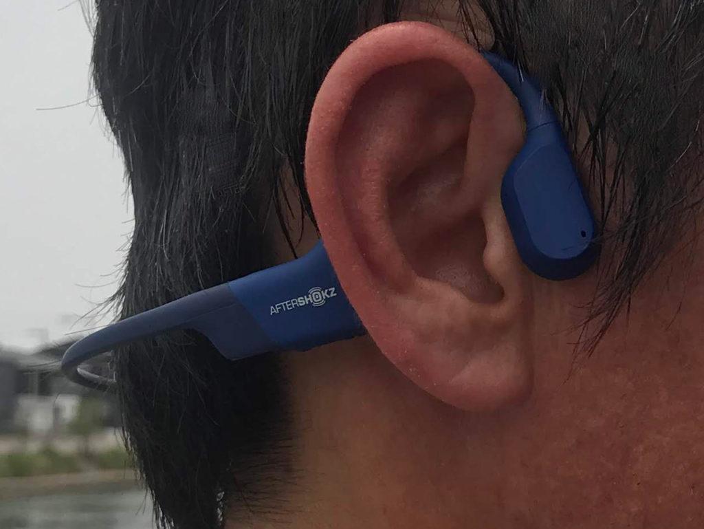 耳をふさがない骨伝導ヘッドホン